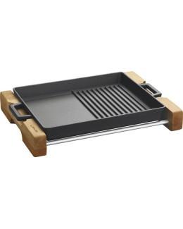 Żeliwne naczynie do serwowania na drewnianej podstawie